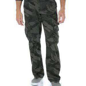 NWOT Men's Wrangler Cargo Pants Grey Camo